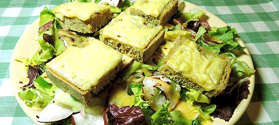Salata cu crutoane de ementaler photo