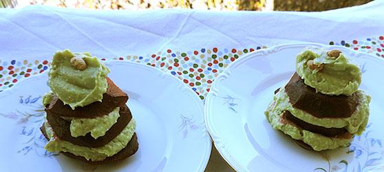 Turnulete din sfecla cu pasta de avocado photo
