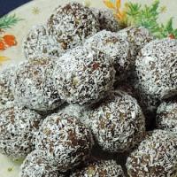Bilute cu prune uscate si nuca de cocos