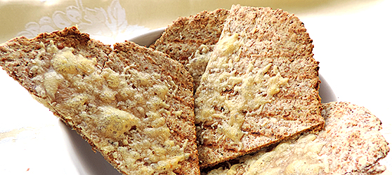 Crackers din faina integrala cu parmezan photo