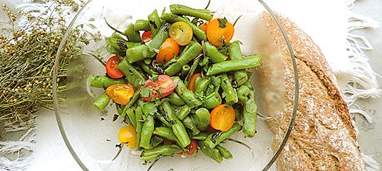Salata de fasole verde cu rosii cherry si menta photo