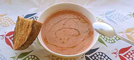 Supa crema de legume crude (Gazpacho) photo