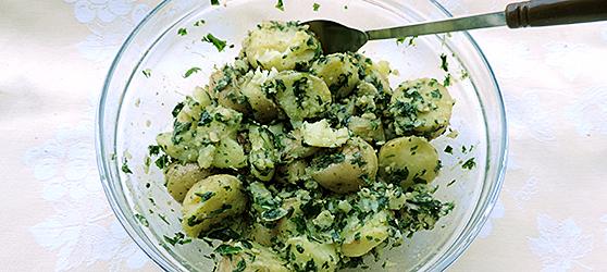 Cartofi noi cu pesto de leurda photo