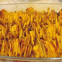 Cartofi cu verdeata in straturi